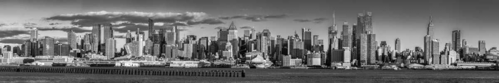 Panoramic view of Lower Manhattan skyline, New York
