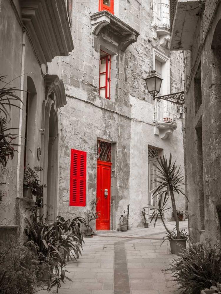 Narrow street through traditional maltese houses in Birgu, Malta