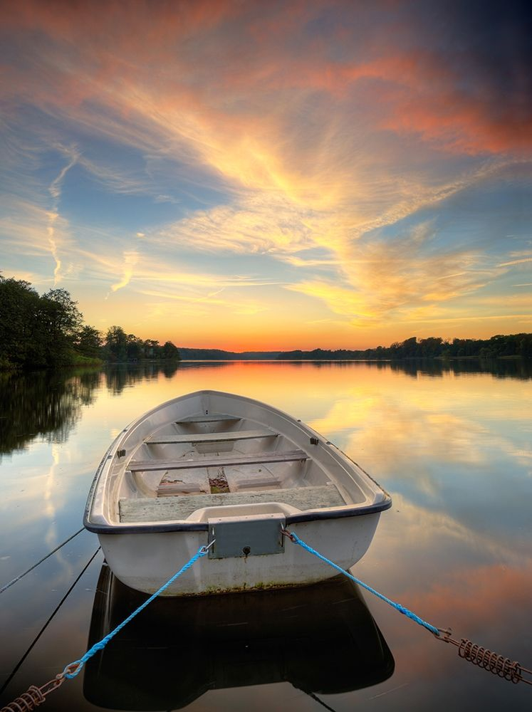 Rowboat on Summer Lake, Color